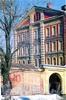 Наб. канала Грибоедова, д. 133. Здание казарм Гвардейского экипажа. Торцевая часть фасада. Фото 2004 г. (из книги «Старая Коломна»)