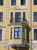 Наб. реки Мойки, д. 11. Бывший доходный дом. Эркер с балконом. Фото март 2010 г.