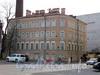 Петроградская наб., д. 42 / Казарменный пер., д. 2 (левая часть). Общий вид здания. Фото апрель 2010 г.