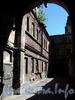 Наб. реки Мойки, д. 82 (дворовый корпус). Бани №43 (б. «Воронинские бани»). Фрагмент фасада, параллельного Прачечному переулку. Фото июнь 2010 г.