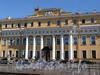 Наб. реки Мойки, д. 94. Юсуповский дворец. Фрагмент фасада. Фото июнь 2010 г.