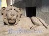 Английская наб., д. 4. Гранитные львы. Фото июнь 2010 г.