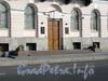 Английская наб., д. 4. Здание Конституционного суда РФ. Гранитные львы перед входом в здание. Фото июнь 2010 г.
