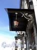 Английская наб., д. 14. Кронштейны козырька и фонари главного входа. Фото июнь 2010 г.