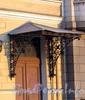 Английская наб., д. 52. Козырек парадного входа. Фото июнь 2010 г.