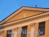 Английская наб., д. 52. Герб Струковых на фронтоне здания. Фото июнь 2010 г.