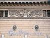 Английская наб., д. 72. Барельефный фриз и маскароны львов. Фото июнь 2010 г.