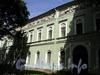 Дворцовая наб., д. 6 (левая часть). Служебный корпус Мраморного дворца. Фасад, выходящий в дворцовый сад. Фото июнь 2010 г.