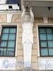 Дворцовая наб., д. 8. Атлант, поддерживающий эркер. Фото июнь 2010 г.