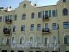 Наб. Мартынова, д. 16. Дом А.К. Ершова. Фрагмент фасада по набережной. Фото июнь 2010 г.