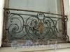 Наб. Кутузова, д. 10. Решетка окна. Фото сентябрь 2010 г.