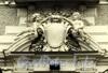 Наб. Кутузова, д. 12. Особняк М.Э. Клейнмихель. Путти на центральном сандрике. Фото сентябрь 2010 г.