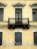 Наб. Кутузова, д. 14. Дом С.П. Неклюдова. Фрагмент фасада с балконом. Фото сентябрь 2010 г.