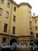 Наб. Кутузова, д. 18. Доходный дом Д.Д. Орлова-Давыдова. Вид лицевого корпуса со двора. Фото сентябрь 2010 г.