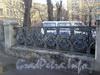 Ограда сквера у д. 43 по наб. р. Карповки. Фото 2006 г.