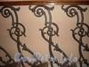 Наб. Кутузова, д. 20. Фрагмент решетки перил лестницы. Фото ноябрь 2010 г.