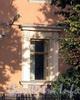 Песочная наб., д. 22. Наличники оконного проема. Фото сентябрь 2010 г.