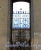 Петровская наб., д. 8. Декоративная решетка. Фото октябрь 2010 г.
