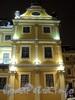 Университетская наб., д. 15. Центральная часть. Ночная подсветка здания. Фрагмент фасада. Фото январь 2011 г.