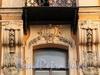 Наб. реки Мойки, д. 62. Элементы декоративного оформления фасада здания. Фото август 2010 г.