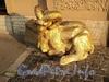 Наб. реки Мойки, д. 64. Скульптура горного барана у входа в ресторан «SHATUSH». Фото август 2010 г.
