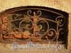 Наб. реки Мойки, д. 66. Декоративная решетка окна цокольного этажа. Фото август 2010 г.