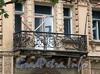 Наб. Малой Невки, д. 4. Главный корпус. Ограждение балкона. Фото сентябрь 2010 г.