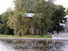 Наб. Малой Невки, д. 16-18. Надстроенный флигель. Вид с Песочной набережной. Фото сентябрь 2010 г.