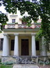 Наб. Малой Невки, д. 25. Четырехколонный дорический портик юго-западного фасада. Фото сентябрь 2010 г.