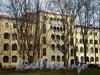Петроградская наб., д. 44. Фрагмент фасада со стороны улицы Чапаева. Фото апрель 2010 г.