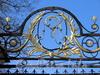 Наб. Малой Невки, д. 1. Каменноостровский дворец. Монограмма на главных воротах. Фото апрель 2011 г.