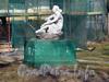 Наб. Малой Невки, д. 1. Комплекс Каменноостровского дворца. Скульптура у главных ворот. Фото апрель 2011 г.