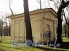 Павильон трансформаторной подстанции на участке дома 25 по набережной Малой Невки. Фото апрель 2011 г.