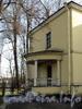 Наб. Малой Невки, д. 25. Северо-восточный фасад. Крыльцо. Фото апрель 2011 г.