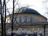 Наб. Малой Невки, д. 11. Пологий сферический купол на невысоком барабане. Фото апрель 2011 г.