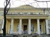 Наб. Малой Невки, д. 11. Шестиколонный дорический портик южного фасада. Фото апрель 2011 г.