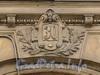 Наб. Робеспьера, д. 30. Картуш с номерным знаком над аркой. Фото ноябрь 2011 г.