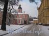 Наб. реки Монастырки, дом 1, лит. Б,ж. Церковь сошествия святого духа (слева), здание ризницы и древлехранилища (справа). Фото февраль 2012 г. со стороны Никольского кладбища.