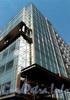 Выборгская наб., д. 55, корп. 3. Многофункциональный комплекс «GREGORYS PALACE». Фрагмент фасада. Фото из «Архитектурного ежегодника. Санкт-Петербург. 2003-2004»