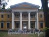 Выборгская наб., д. 63. Портик садового фасада. Фото сентябрь 2011 г.