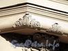 Наб. канала Грибоедова, д. 50. Доходный дом Н.В.Безобразовой. Элемент художественного оформления эркера. Фото июль 2009 г.