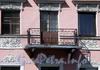 Наб. канала Грибоедова, д. 43. Решетка балкона. Фото август 2009 г.