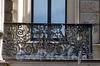 Адмиралтейская наб., д. 6 / Азовский пер., д. 2. Доходный дом Т.В.Макаровой. Решетка балкона. Фото июль 2009 г.