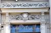 Адмиралтейская наб., д. 10. Доходный дом О. Н. Рукавишниковой (Здание Государственного дворянского земельного и Крестьянского поземельного банков). Художественное оформление фасада здания. Фото июль 2