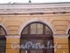 Набережная реки Мойки, дом 3. Круглый рынок.   Фрагмент фасада здания со стороны Аптекарского переулка до реконструкции.Фото 15 декабря 2009 года.