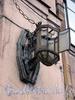 наб. Обводного канала, д. 181. Один из фонарей на фасаде дома