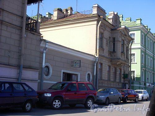 Петроградская наб., д. 8 (средний корпус по набережной). Общий вид. Фото апрель 2004 г.