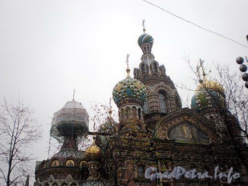Наб. канала Грибоедова, д. 2, лит. А. Спас-на-Крови. Работы на одном из куполов храма. Фото октябрь 2009 г.