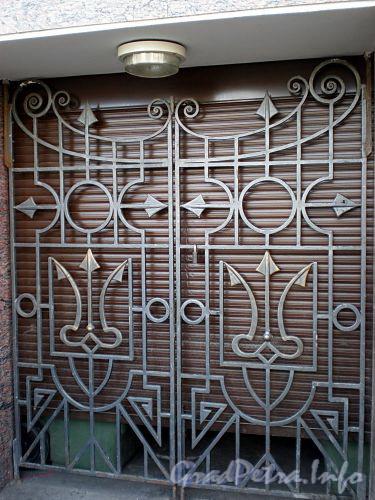 Наб. реки Фонтанки, д. 13. Бизнес-центр «Оскар». Решетка ворот. Фото август 2009 г.
