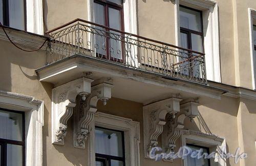 Наб. реки Фонтанки, д. 71. Балкон. Фото июль 2009 г.